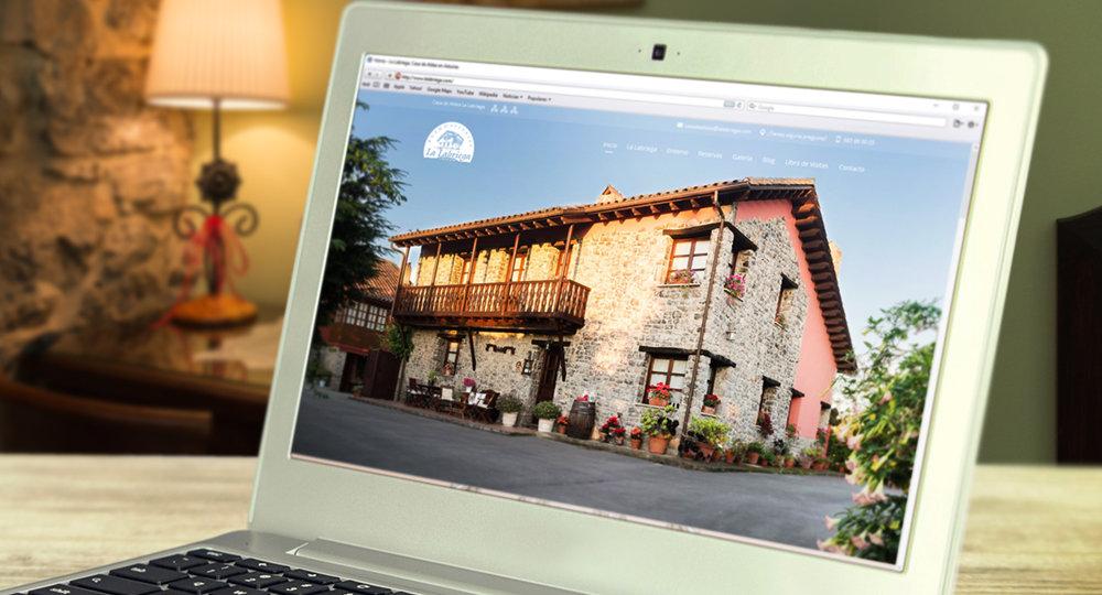 Página de inicio de Casa de Aldea La Labriega con una foto de la casa en grande